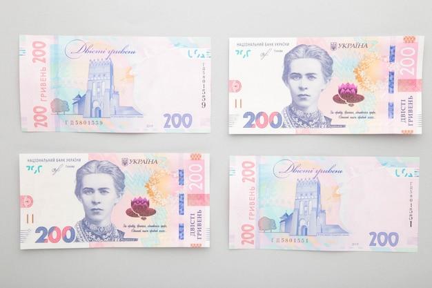 Banconote ucraina 200 grivna su grigio