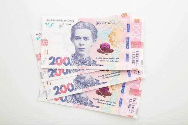 Banconote ucraina grivna su bianco