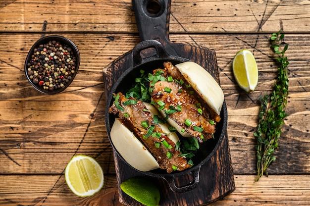 Bao bun, panino al vapore con carne di maiale.