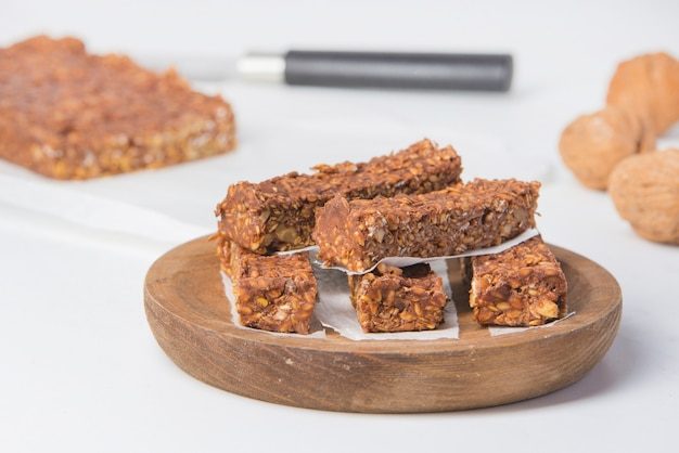 Barretta con proteine del cioccolato e noci non zuccherate