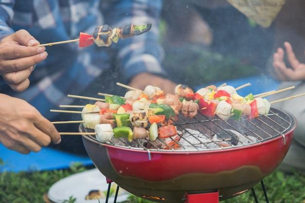 Salsiccia barbecue e spiedini