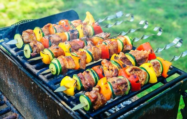 Verdure e carne alla griglia.