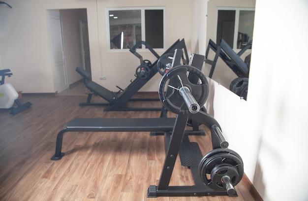 Bilanciere con peso. equipaggiamento da palestra. bodybuilding, fitness