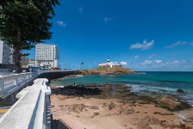Faro di barra punto turistico di salvador bahia brasile. Foto Premium