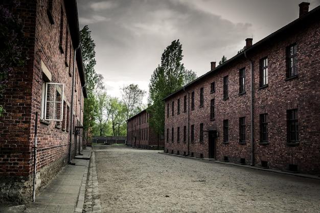 Caserma sul territorio del campo di concentramento tedesco di auschwitz ii, birkenau, polonia
