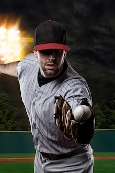 Giocatore di baseball in uno stadio di baseball.