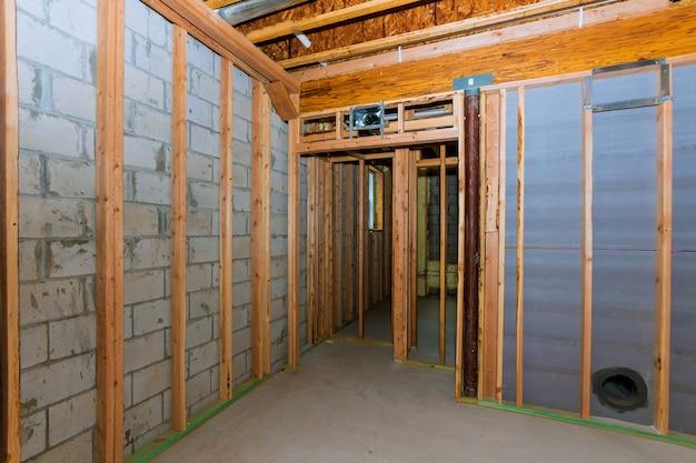 Struttura interna della costruzione dell'inquadramento del seminterrato di nuova casa