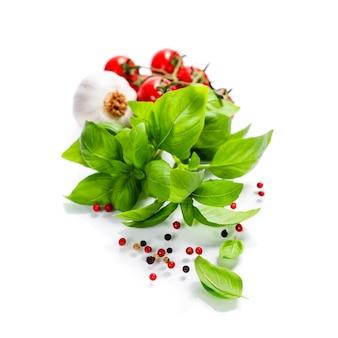 Basilico e verdure fresche