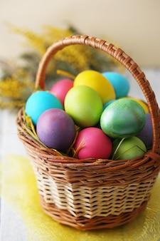 Cesto con uova