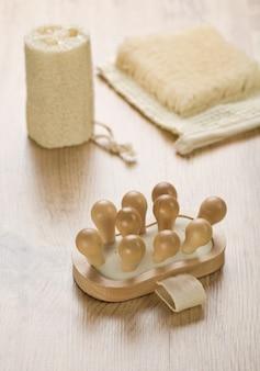 Spugna da bagno in rafia e massaggiatore