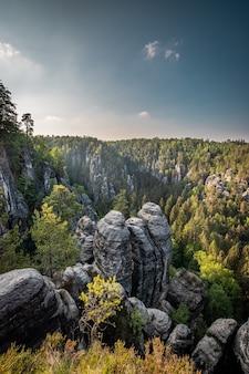 Il bastei nel parco nazionale della svizzera sassone a dresda, in germania