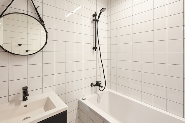 Foto reale degli interni del bagno, nessun popolo