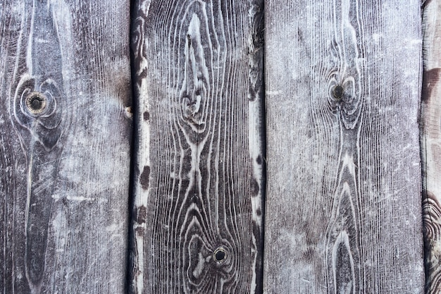 Legno malconcio grigio scuro. sfondo grunge. fondo di legno grigio rustico. travi verticali.