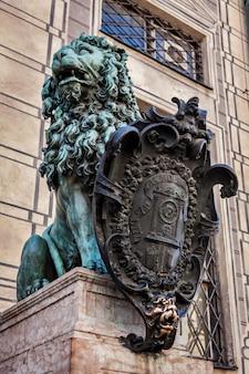 Statua bavarese del leone al palazzo di monaco residenz