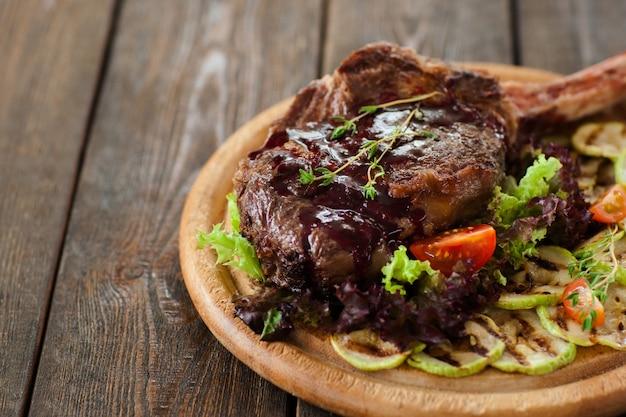 Tagliere di costine di maiale barbecue