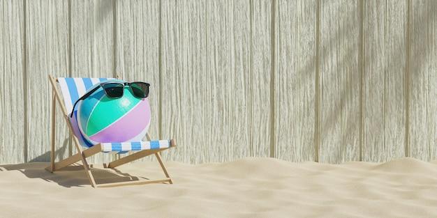 Pallone da spiaggia con occhiali da sole su una sedia a sdraio con fondo in legno e spiaggia di sabbia