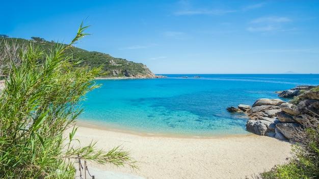 La spiaggia di cavoli all'isola d'elba in italia