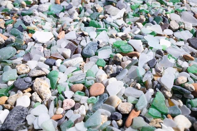 Spiaggia di cristalli lucidati dai mari e dalle rocce a cabo silleiro vicino a baiona galizia spain