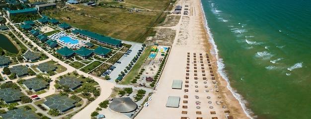 Spiagge e pensioni sulla riva del mar d'azov