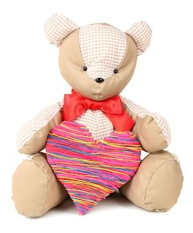 Orso giocattolo isolato su bianco