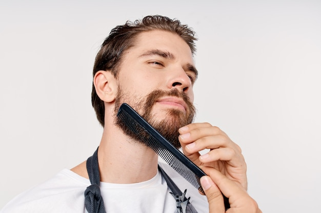 Acconciatura moderna uomo barbuto professionale