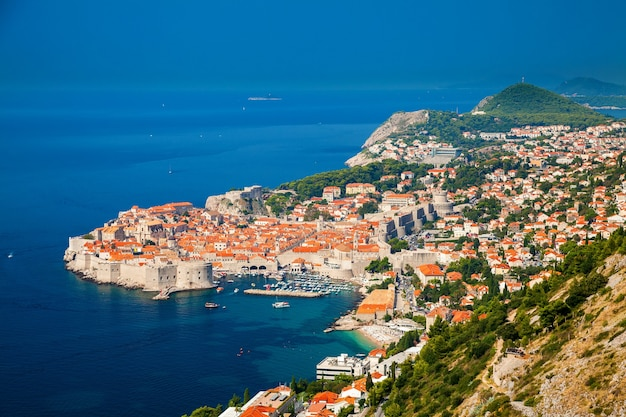 Bella vista aerea di dubrovnik, costa dalmata del mare adriatico, croazia