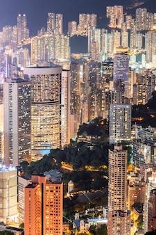 La bellissima atmosfera della vita notturna di hong kong.