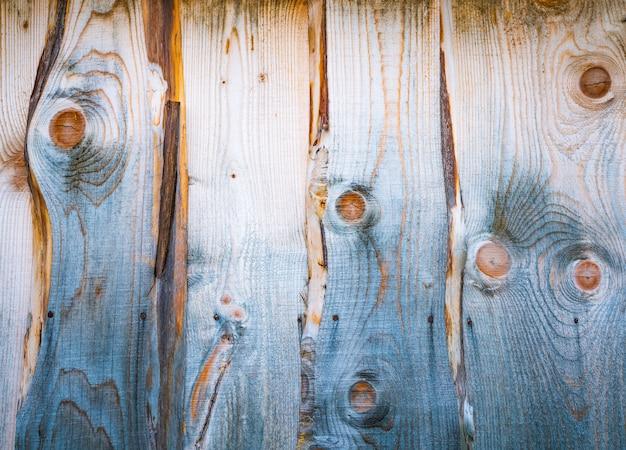 Bellissimo sfondo di una parete in legno con insoliti motivi in legno