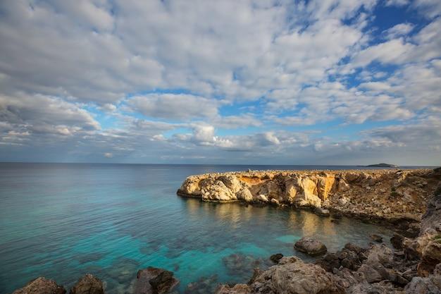 Bellissima spiaggia nella parte settentrionale di cipro