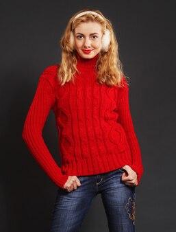 Bella donna bionda nella moda invernale Foto Premium