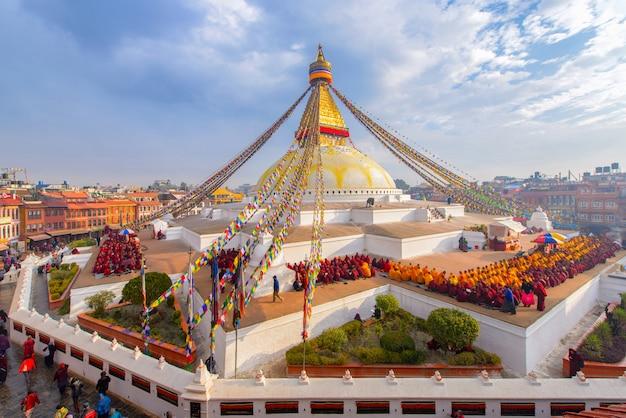 Bello dello stupa di boudhanath a tempo la mattina a kathmandu, nepal
