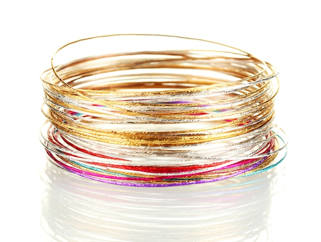 Bellissimo braccialetto isolato su sfondo bianco