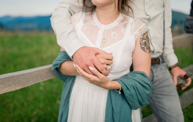 Bella sposa e sposo. novelli sposi. sposi.