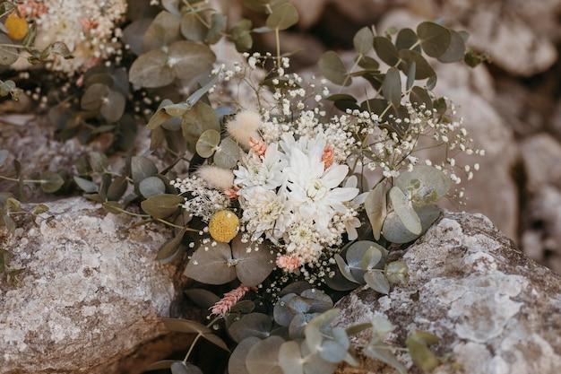 Splendida decorazione floreale da damigella d'onore
