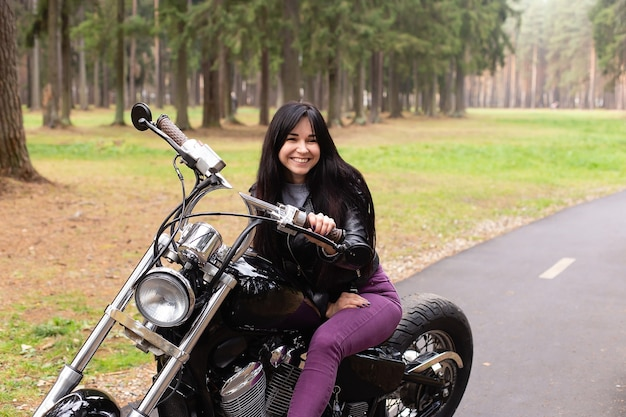 La bella mora in moto