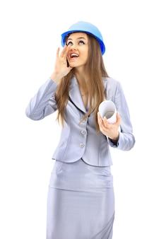 La bella donna d'affari l'ingegnere su uno sfondo bianco