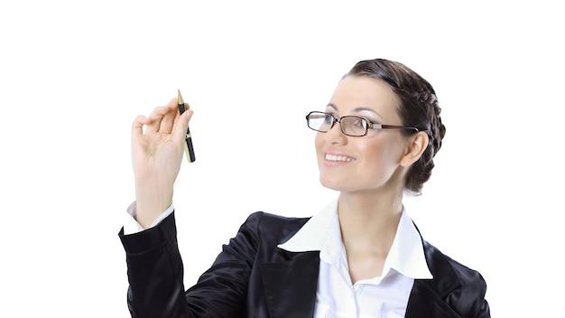 Bella donna d'affari che mostra con la matita sul punto virtuale