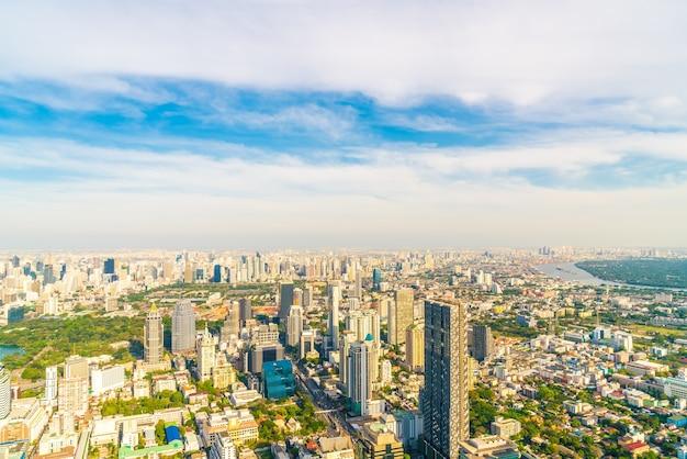 Bellissimo paesaggio urbano con architettura e costruzione nello skyline di bangkok thailandia