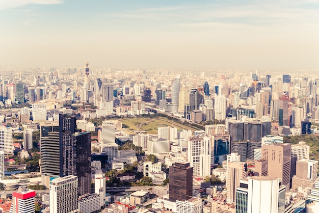 Bellissimo paesaggio urbano con architettura e costruzione a bangkok in thailandia