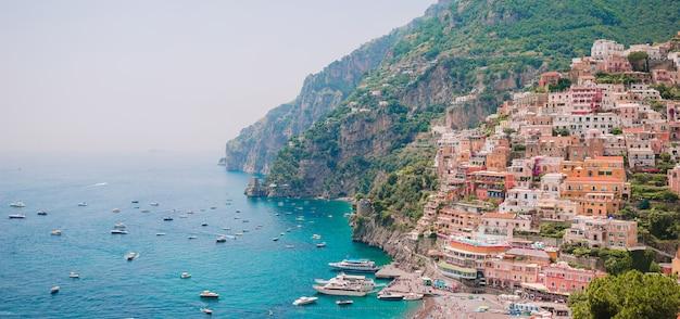 Belle città costiere d'italia - positano scenico in costiera amalfitana