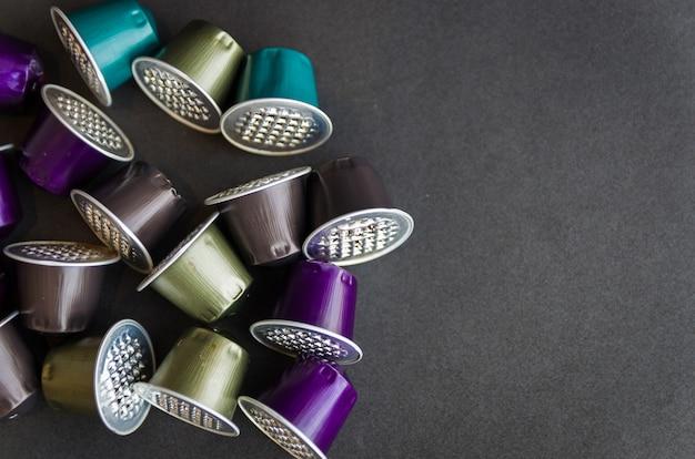 Belle capsule di caffè colorate