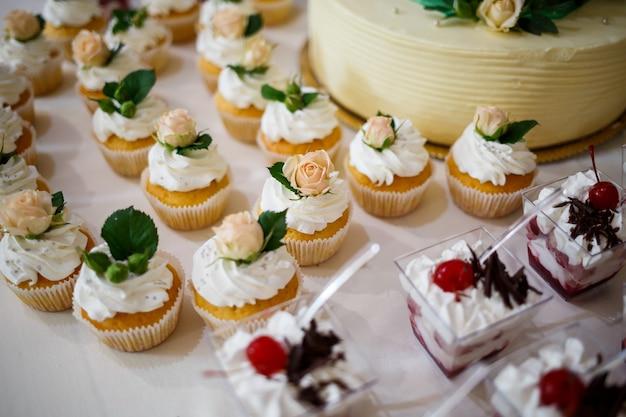 Torte belle e deliziose in un giorno di festa