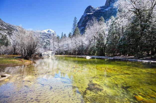 Bellissimi paesaggi primaverili nel parco nazionale di yosemite, yosemite, usa