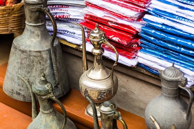 Bella brocca orientale sul bazar di istanbul