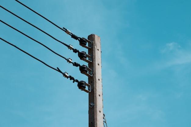 Bello palo elettrico, priorità bassa del cielo