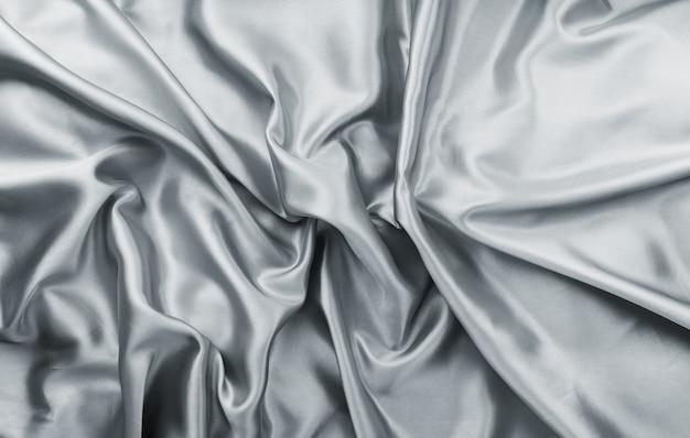 Bellissimo ed elegante tessuto di raso grigio sgualcito