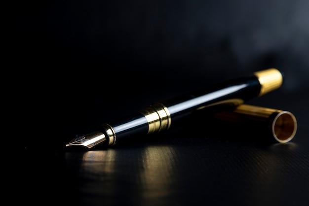 Bellissima penna stilografica. foto sotto esposta