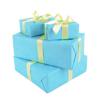 Bellissimi regali isolati su bianco