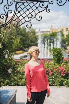 Bella ragazza nel parco