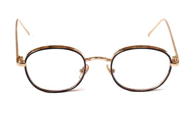 Bellissimi occhiali isolati su sfondo bianco